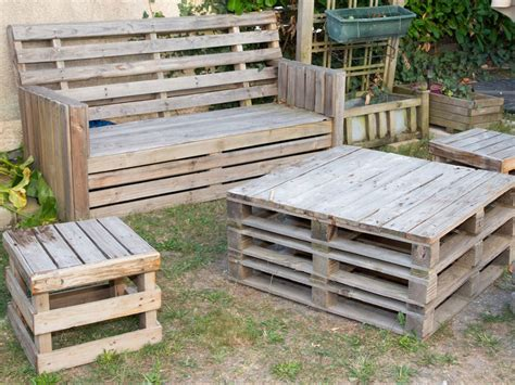 How to make garden furniture from pallets Image