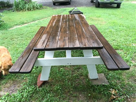 How to paint a wooden picnic table for outside Image