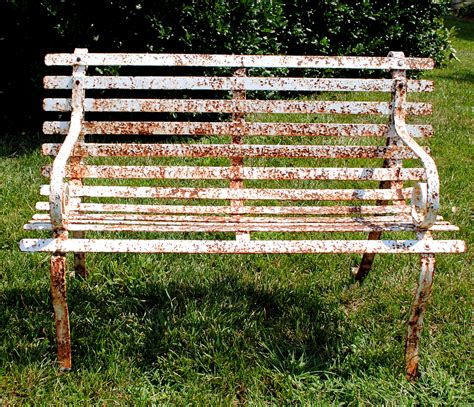 How to paint rusty metal patio furniture Image