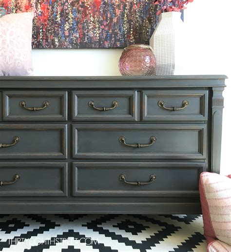 How to refinish a wood dresser with paint Image