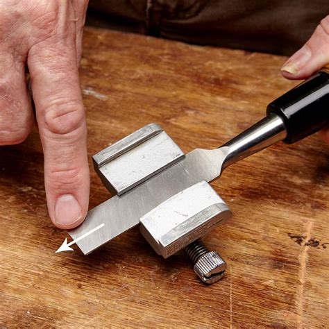 How to sharpen wood chisels by hand Image
