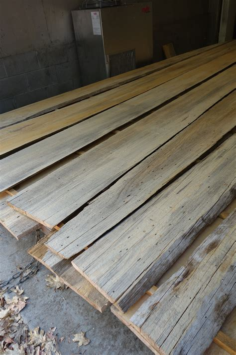 How to stain pine plywood Image
