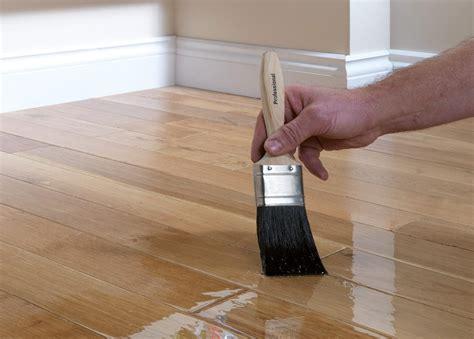 How to varnish wood floors Image