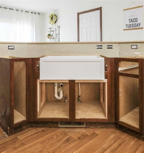 Installing a farmers sink Image