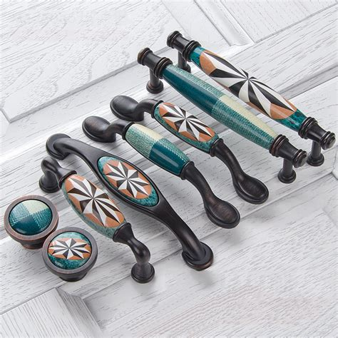 Knobs and pulls for kitchen Image
