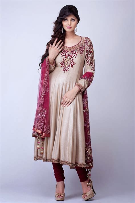 ladies dress designers in pakistan Image