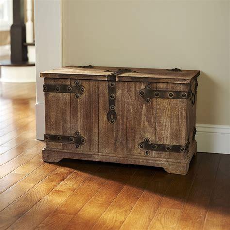 large wooden trunk.aspx Image