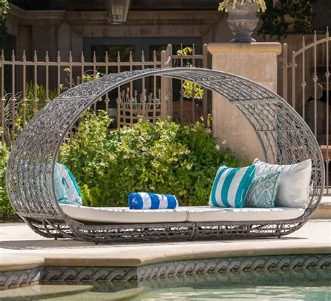 Lavina Outdoor Wicker Daybed