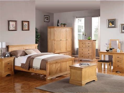 Light Wood Bedroom Furniture Decorating