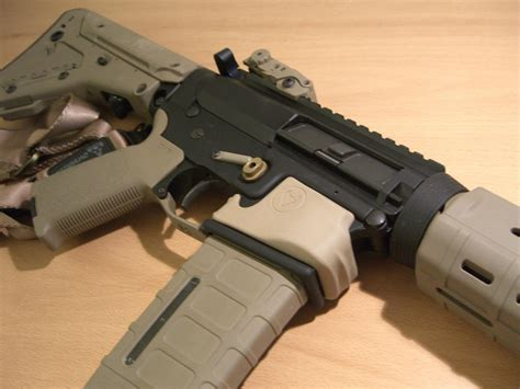Magpul Mag Well Grip