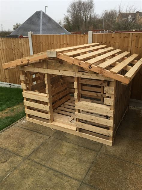 make a playhouse out of pallets.aspx Image