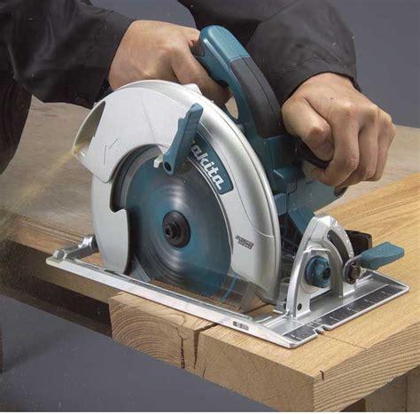 Maquina circular de cortar madera Image
