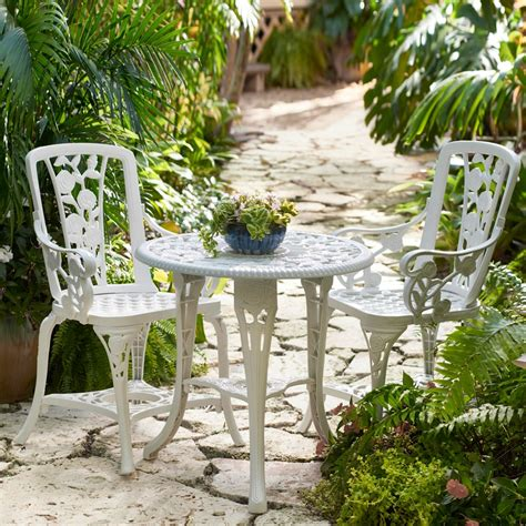 Outdoor bistro furniture Image
