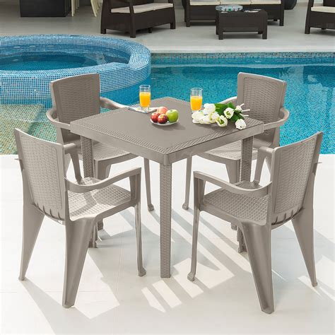 Outdoor chair and table set Image