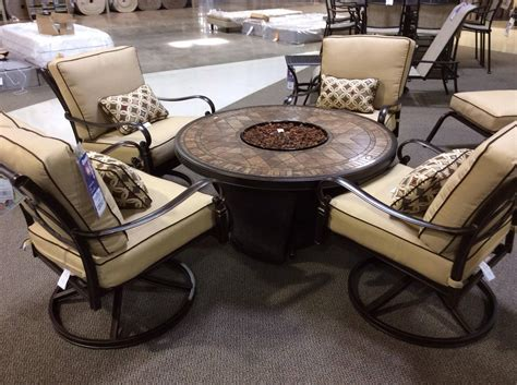 outside table chairs.aspx Image