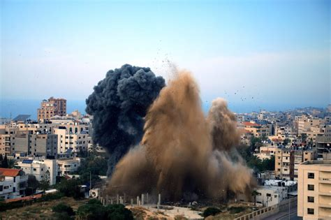 Palestinians Gaza Assault Rifles And Phantom Forces Best Assault Rifles