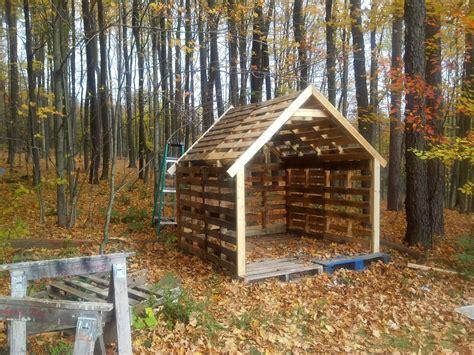 Pallet woodshed Image
