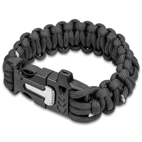 Paracord Bracelet With Firestarter