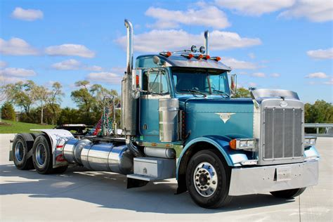 Pics Of 379 Peterbilt HD Wallpapers Download free images and photos [musssic.tk]