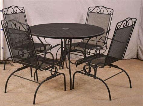 Plantation pattern wrought iron furniture Image