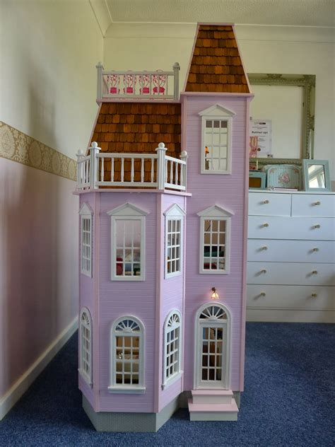 Playscale victorian dollhouse Image