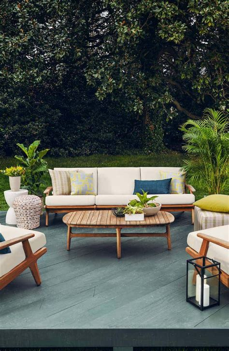 Restore patio furniture for the summer outdoor season Image