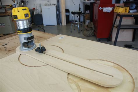Router hole cutting jig Image