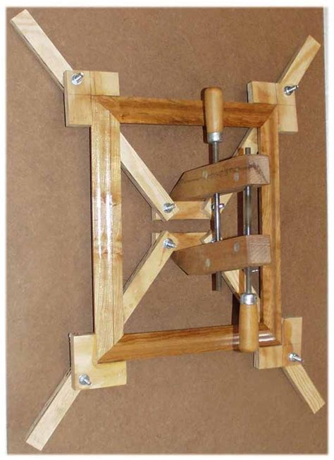 Self squaring picture frame jig Image