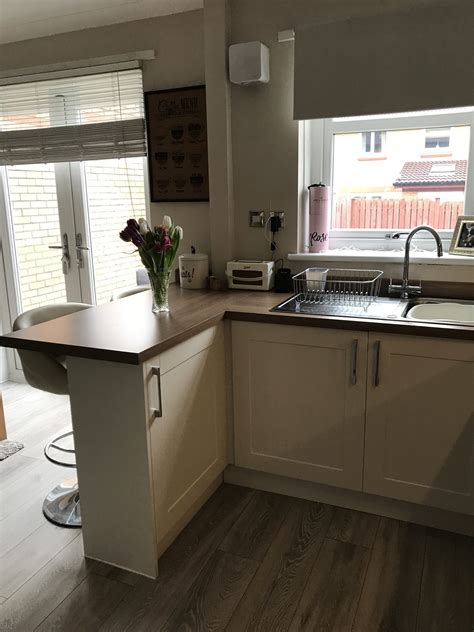 Small Kitchen Design With Breakfast Bar