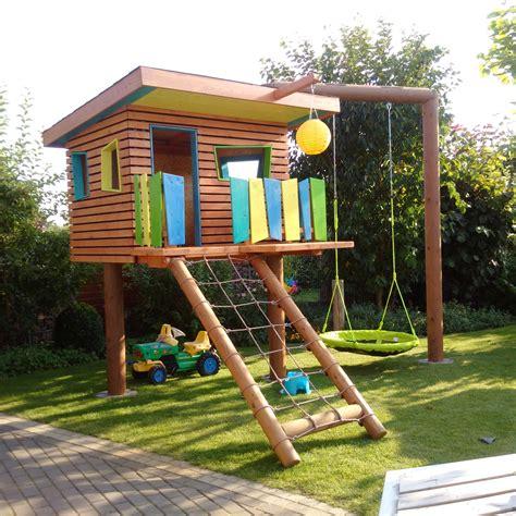 Spielturm Holz