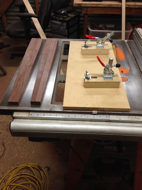 Tapered leg jig for table saw Image