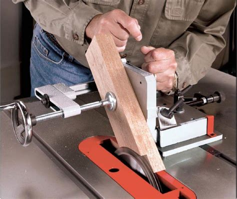 Tenon jig for table saw Image
