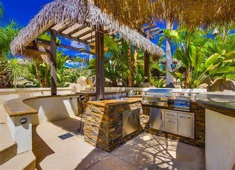 Tropical Outdoor Kitchen Designs