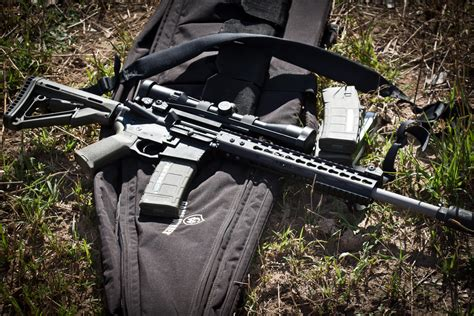 Who Makes Ar 15 For The Military