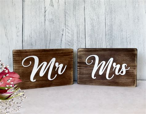 wooden mr and mrs sign.aspx Image