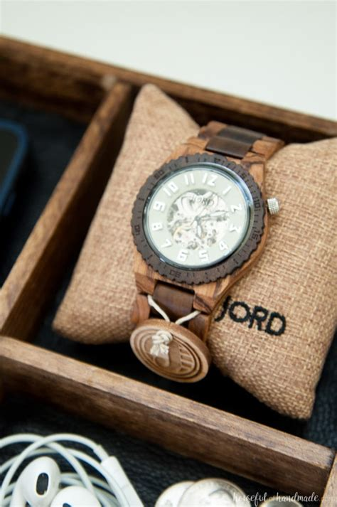 Wooden anniversary gifts for him Image