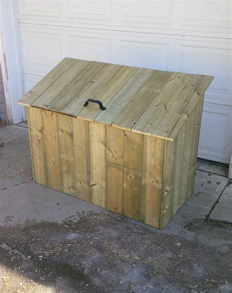 Wooden garbage box Image