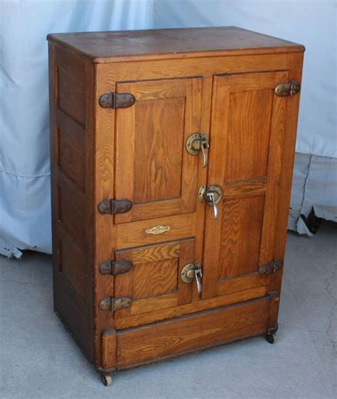 Wooden ice chest Image