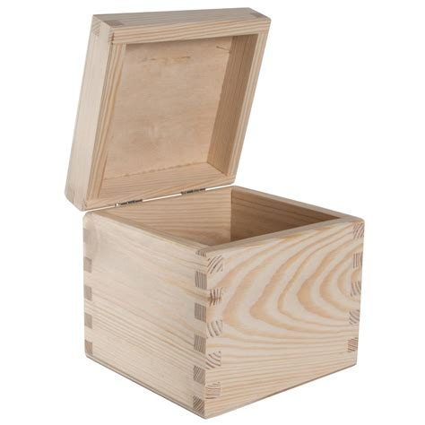 Wooden square box Image